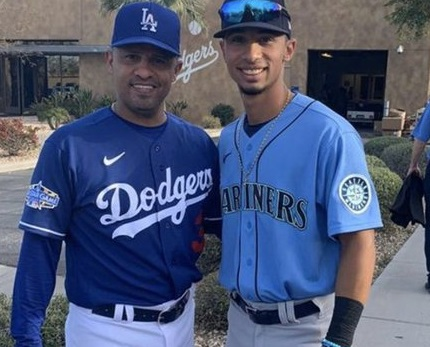Photo of César Izturis Jr. tomó un turno en Spring Training en presencia de su padre (+Video)